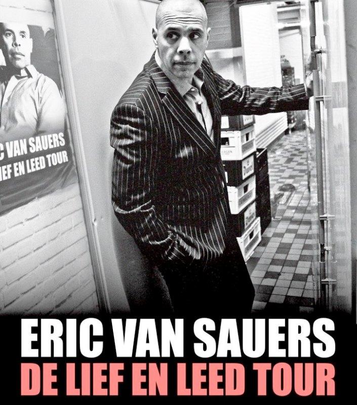 Eric van Sauers -comp doc bijgesneden De Lief en Leed Tour - affichebeeld 1718 - fotograaf Sabrina van den Heuvel - ontwerp Marco%